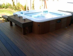Hot%20tub%20built%20into%20Timbertech%20floorizon%20deck%20with%20hidden%20fasteners_full